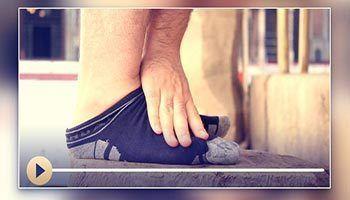 Frotar las medias de cuero, los calcetines de tela, el yeso, las vendas y cosas similares